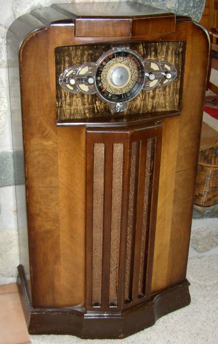 Midwest 18 tube radio manufactured in 1935. - Stone Vintage Radio Museum - Antique Radios, Wireless, Crystal